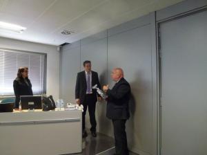 O grupo recebe os cumprimentos da empresa LEA pela visita.